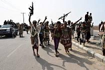 V ulicích jemenského přístavu Hudajda propukly boje