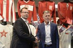 Předseda Fotbalové asociace ČR Martin Malík a nový trenér české reprezentace Jaroslav Šilhavý.
