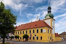 Pohled na centrum Kostelce nad Labem. Právě v tomto městě měla děvečka Anna Slezáková kolem roku 1830 prvně zatančit polku (původně maděru) na slova písničky Strejček Nimra.