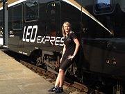 V den svých pětadvacátých narozenin se Heleně Záleské splní sen a vyrazí poprvé coby strojvedoucí vlakem z Prahy do Bohumína. Stane se tak jednou ze tří žen, které tuto profesi v Česku vykonávají.