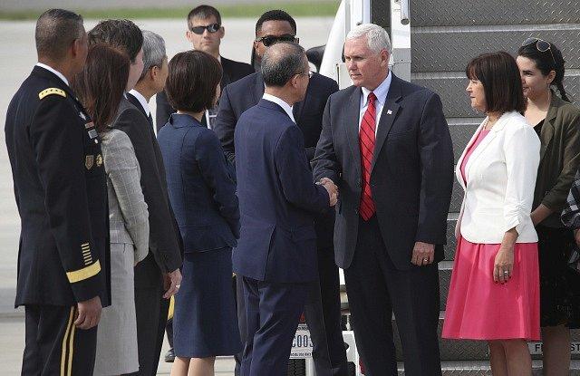 Návštěva Mikea Pence v Jižní Koreji