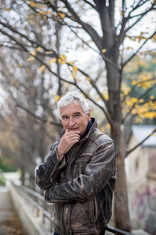 Michal Nesvadba při fotografování pro Deník