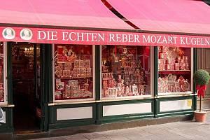 Prodejna Mozartových koulí v Salzburgu.