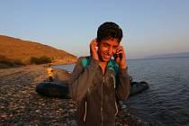 Moderní komunikační prostředky cestu do Evropy nyní každému uprchlíkovi usnadňují.