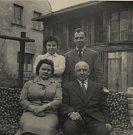 Walter Sitte s rodiči a se sestrou (1956)