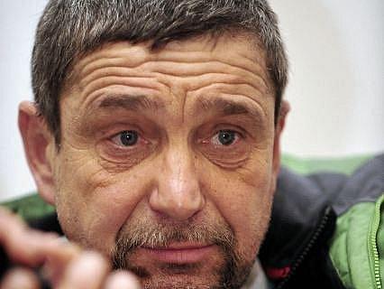 Petr Záhrobský se zlobí na trenéry své dcery Šárky.