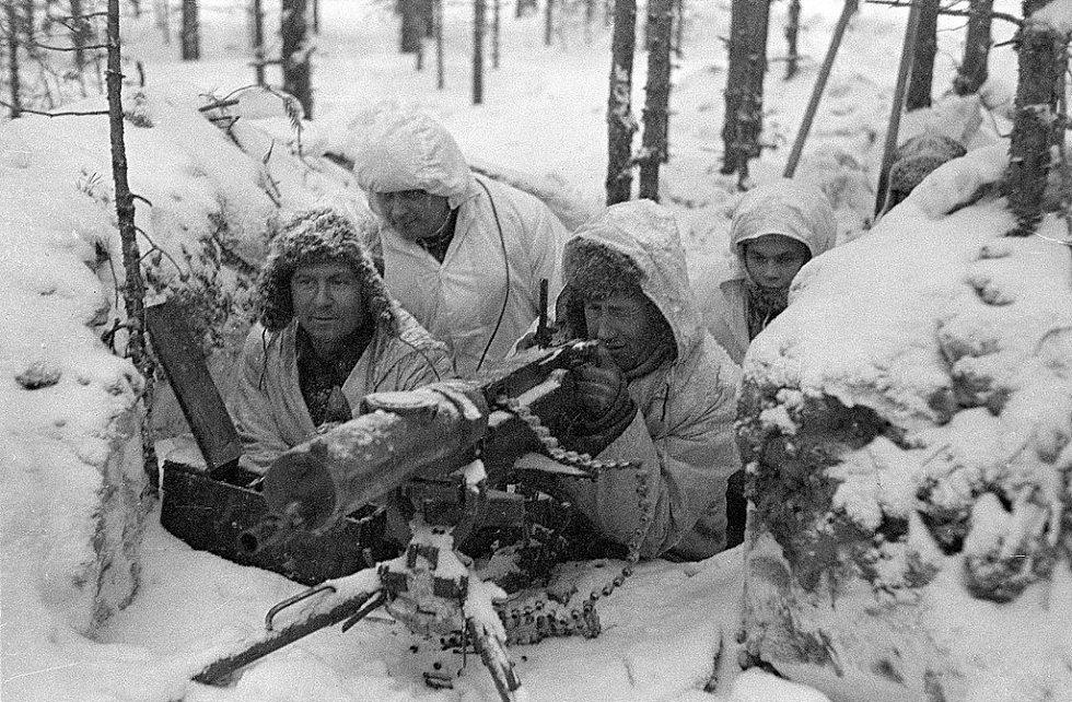 Finské kulometné hnízdo v zasněženém lese