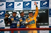 Riccardo Patrese, Nigel Mansell a Martin Brundle na stupních vítězů během Velké ceny Francie 1992