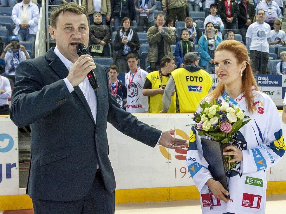 Páté finále mezi Libercem a Spartou: Gabriela Soukalová při slavnostním zahájení