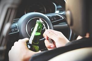 Alkohol za volantem - Ilustrační foto