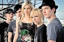 ŠKOLNÍ KAPELA. Pětice mladých hudebníků se během krátké doby stala teenagerskou senzací.