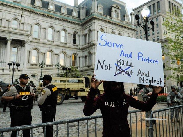 Smrt černošského mladíka Freddieho Graye po policejním zásahu v Baltimoru byla zabitím.