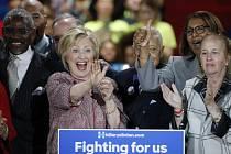 Americká exministryně zahraničí Hillary Clintonová už ve zbývajících primárkách nemusí vyhrát v žádném státě USA, a přesto si může zajistit nominaci Demokratické strany pro listopadové prezidentské volby.