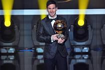 Hvězdný Lionel Messi se Zlatým míčem.