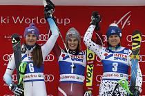 Šárka Strachová (vlevo) si dojela ve slalomu SP v Santa Caterině pro druhé místo.