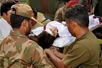Postřelená Malalaj Júsufzaiová v péči lékařů.
