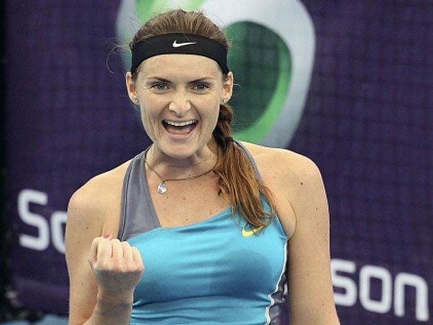 Iveta Benešová se raduje z vítězství nad Samanthou Stosurovou v Brisbane.