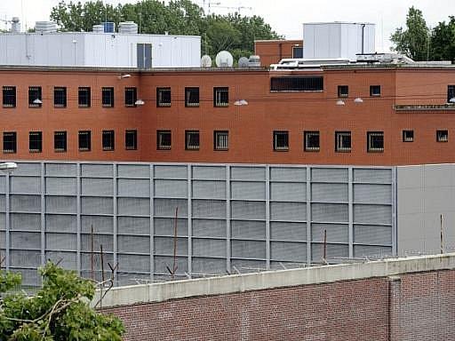 Věznice. Nizozemský Scheveningen, kde je v cele Mladič.