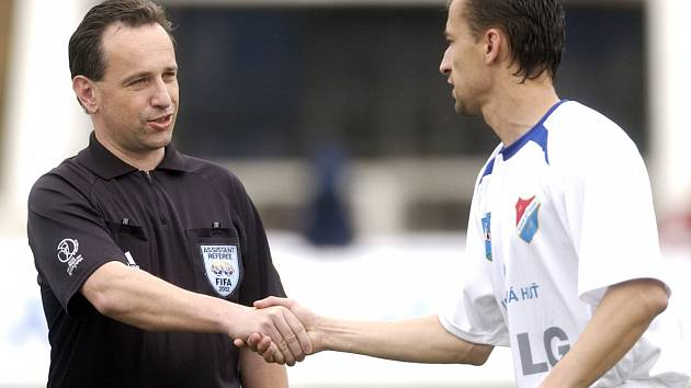Evžen Amler na snímku z roku 2004 (vlevo).