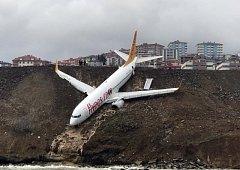 Letadlo sjelo v Turecku ze srázu a skoro skončilo v moři