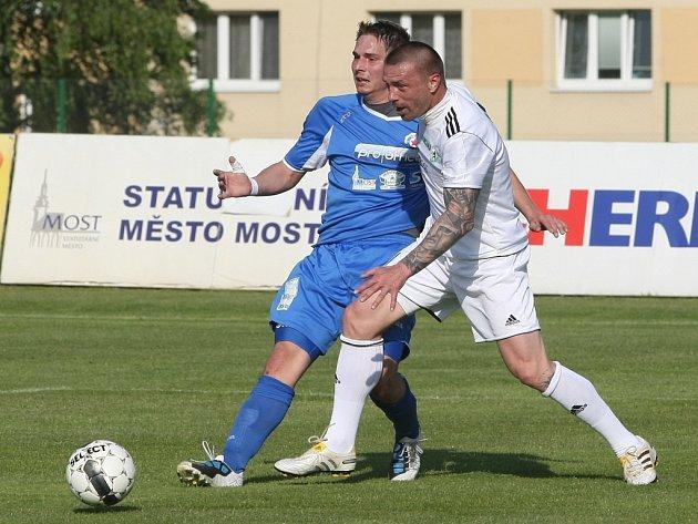 Tomáš Řepka (vlevo) oblékl dres Mostu v přátelském zápase proti Souši.
