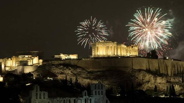 Takto se slavil příchod nového roku v Řecku.
