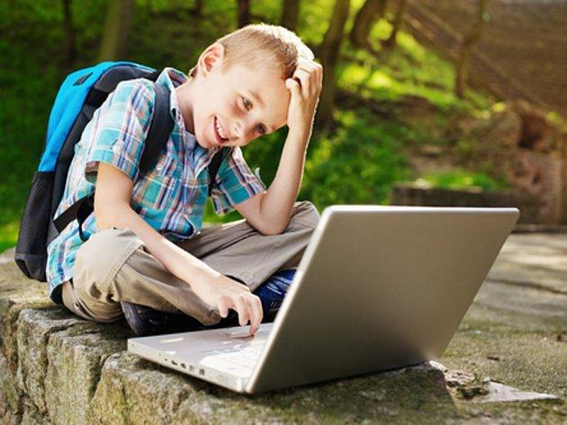 Nadměrné užívání internetu, které ohrožuje asi pět procent českých dětí, většinou nevyřeší žádné rodičovské zákazy.
