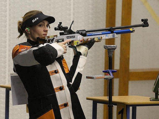 Olympijská šampionka ve sportovní střelbě Kateřina Emmons je po mateřské pauze opět ve vítězné formě.