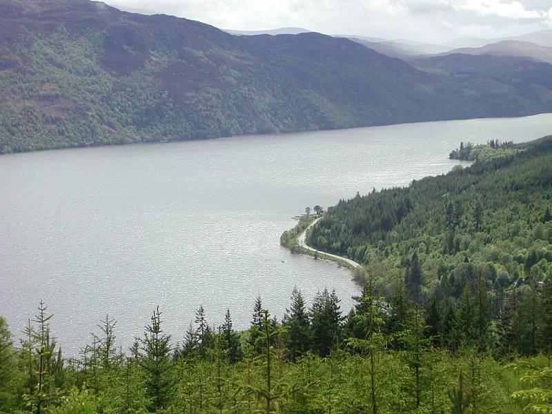 Pohled na skotské jezero Loch Ness