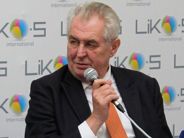 Církev by měla podle prezidenta Miloše Zemana finančně přispívat na opravu některých kulturních památek.