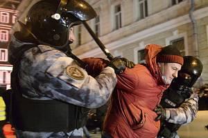 Policie zatýká stoupence Navalného.