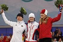 Tři nejlepší ženy v rychlobruslení na 3000 metrů: zleva Němka Beckertová, Martina Sáblíková a domácí Grovesová.