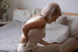 Osteoporóza je chronické onemocnění, které způsobuje postupné řídnutí kostí