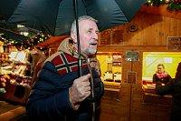 Kandidát na prezidenta české republiky Mirek Topolánek, navštívil Ostravu a vánoční trhy na Masarykově náměstí.