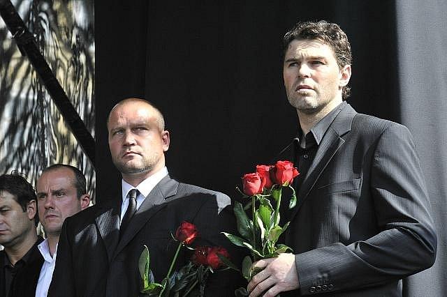 Rozloučení s hokejovými reprezentanty Janem Markem, Karlem Rachůnkem a Josefem Vašíčkem. Zprava hokejisté Jaromír Jágr, Jiří Šlégr a Martin Straka.