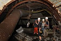 V lomu ČSA u Komořan na Mostecku prorazili 31. července a tím spojili chodby v bočních svazích. Ražený prostor se tak stal regulérním dolem, dosud se jednalo o jeho výstavbu. Na snímku je vnitřek dolu.