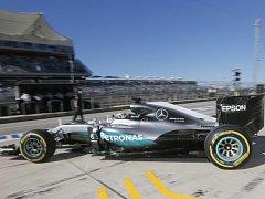 Lewis Hamilton na trati v americkém Austinu