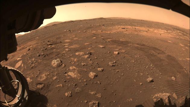 Záběry, které na Marsu pořídilo vozítko Perseverance