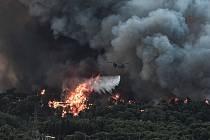 Nedaleko Atén zuří požár