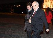 Setkání prezidenta Miloše Zemana s příznivci u příležitosti čtvrtého výročí inaugurace se konalo 9. března na Pražském hradě. Na snímku je Jan Kavan s doprovodem.