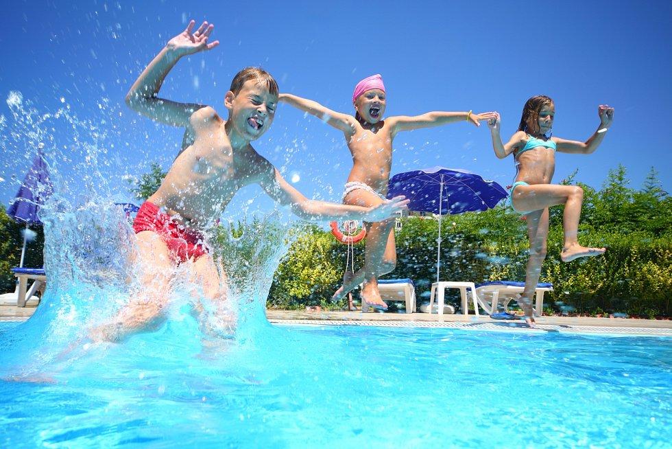 Bazénová sezona začíná