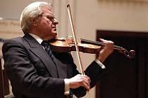V noci na čtvrtek zemřel v jednaosmdesáti letech houslový virtuos Josef Suk. Pravnuk Antonína Dvořáka a vnuk skladatele Josefa Suka patřil k nejvýznamnějším českým houslistům.