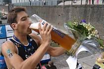 Triatlonista Tomáš Svoboda si vychutnává titul mistra Evropy v aquatlonu.