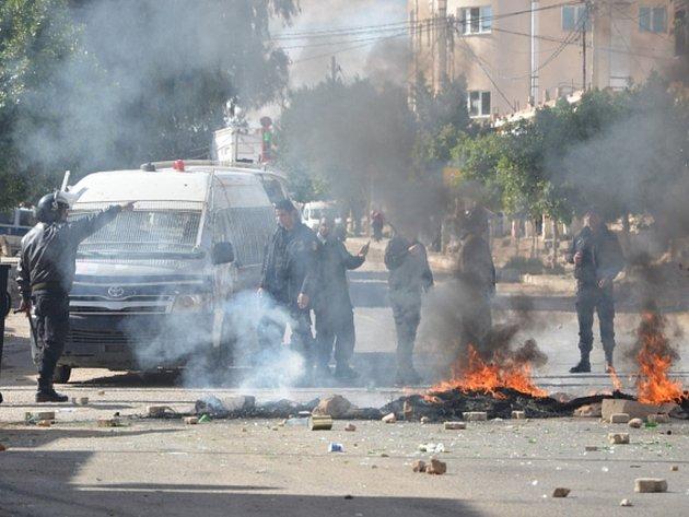 Po několika dnech demonstrací a nepokojů dnes Tunisko vyhlásilo na celém území státu noční zákaz vycházení.