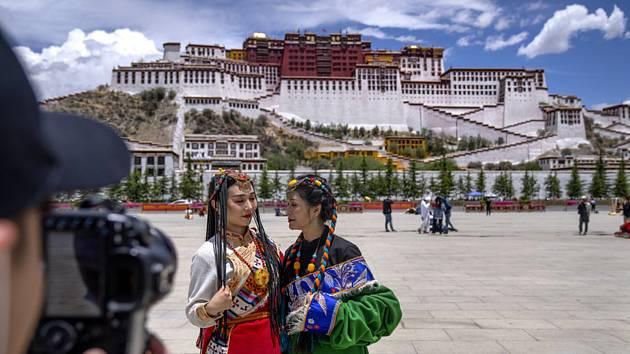Čínští turisté v Tibetu