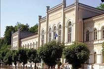 Ani s Lázněmi III (na snímku) nemůžou Karlovy Vary nijak nakládat. Kvůli neuhrazeným dluhům má město obstavený majetek. Přestože pohledávku radnice zaplatila, ostuda zůstala