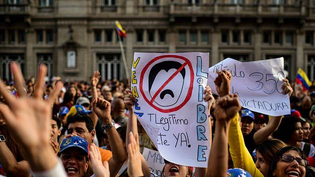 Obyvatelé Venezuely vyrazili do ulic na protest proti prezidentu Madurovi