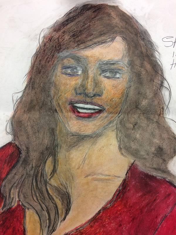 Ženy beze jména. Vrah Samuel Little pro FBI nakreslil portréty žen, které údajně zabil. Agentura zveřejnila obrázky v naději, že se jim osoby na nich podaří identifikovat. Tuto ženu Little prý zabil v roce 1971 na Floridě, jmenovala se Sarah nebo Donna.
