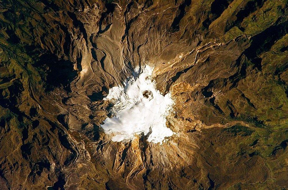 Pohled do kráteru kolumbijské sopky Nevado del Ruiz, která se v roce 1985 ohlásila ničivou erupcí