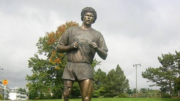 """Socha Terryho Foxe u """"míle nula"""", tedy na někdejším startu jeho běhu v kanadské Victorii"""